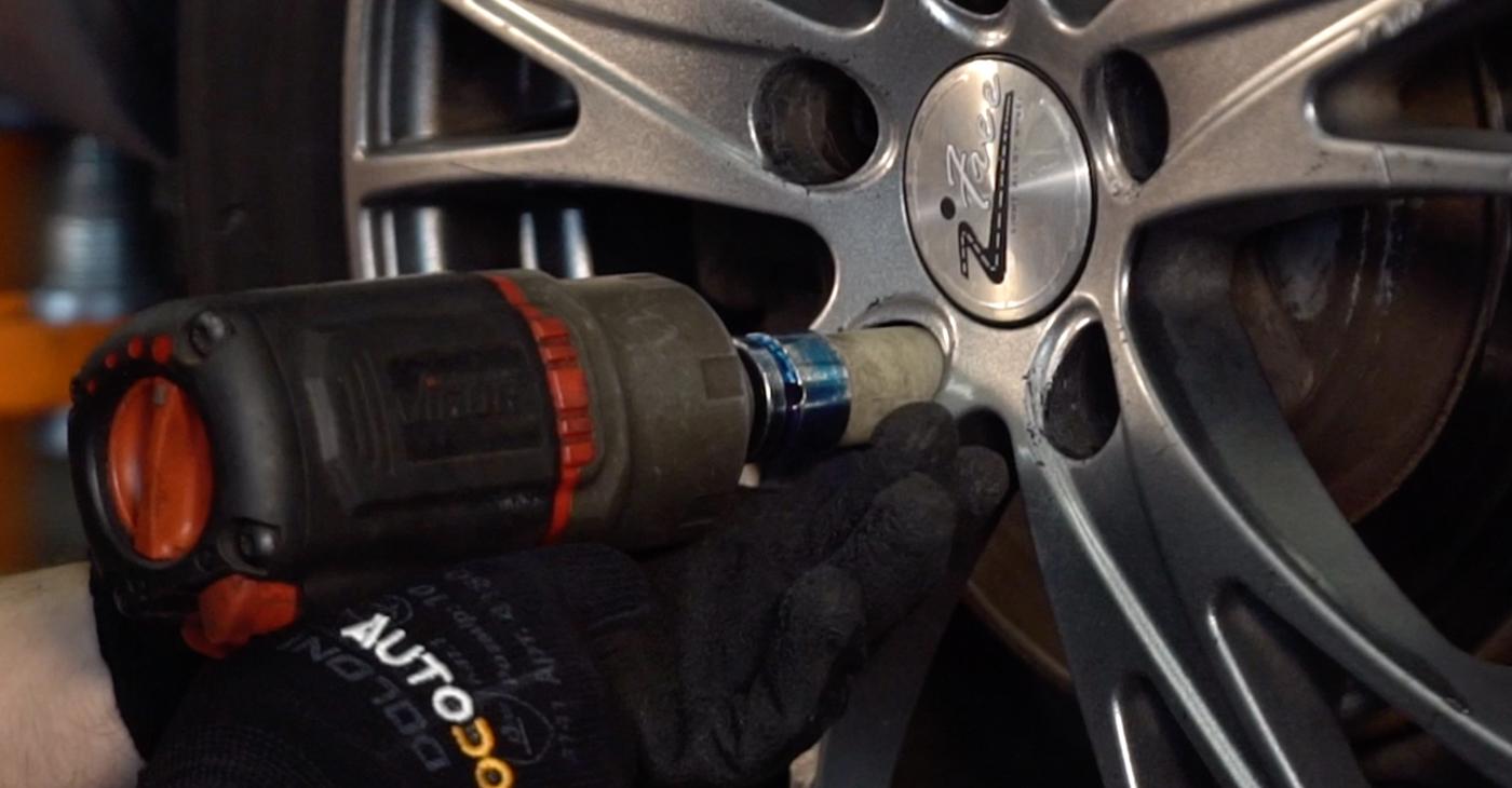 Wie AUDI A4 2.5 TDI 2004 Bremsbeläge ausbauen - Einfach zu verstehende Anleitungen online